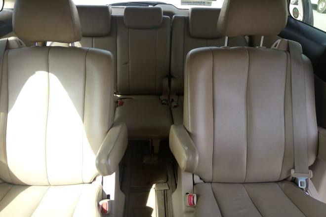 luxury car with driver in abu dhabi